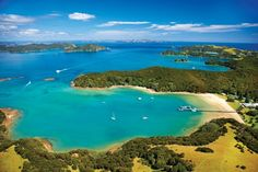 4 Of The Best Places To Honeymoon in New Zealand - Bay of Islands ~ Honeymoon In New Zealand, New Zealand Travel, Honeymoon Getaways, Honeymoon Destinations, Great Places, Places To See, Best Places To Honeymoon, Bay Of Islands, Honeymoon Planning