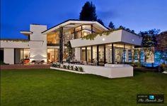 La maison de Ellen DeGeneres - Visit the website to see all pictures http://www.amenagementdesign.com/architecture/maison-ellen-degeneres