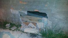 Homem abre buraco em muro para invadir a casa da mãe em Rubião Júnior - Na noite desta terça-feira, dia 17, após solicitação de ocorrência de violação de domicílio e descumprimento de medida protetiva, concedida à mãe, em desfavor do filho agressor, equipes da Polícia Militar se deslocaram ao local e localizaram o autor no interior da residência. Para entrar no - https://acontecebotucatu.com.br/policia/homem-abre-buraco-em-muro-para-invadir-casa-da-mae-em-rubia