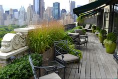 Central Park West Penthouse garden calm & serene to complement the view. Perched above Central Park, this garden focused on foliage & textures instead of flowers -- by Jeffrey Erb Landscape Design NYC Penthouse Garden, Townhouse Garden, Outdoor Rooms, Outdoor Gardens, Roof Gardens, Veggie Gardens, Vegetable Garden, Landscape Design, Garden Design