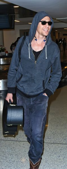 Tom Hiddleston at LAX on December 18, 2014. Source: http://torrilla.tumblr.com/post/105583937205/tom-hiddleston-at-lax-on-december-18-2014-hq