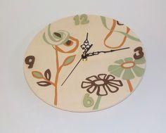 Orologio in terracotta bianca, decorazione ad engobbio. Diam. 26 cm 38€ su Etsy.com