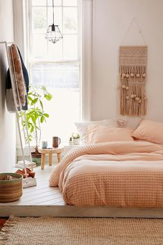 Bedroom with light pink bedding by Urban Outfitters - Plum & Bow Tufted Dot Duvet Cover