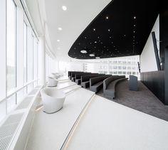 Auditorium - Durabella naadloze terrazzo Eneco kantoor www.duracryl.nl
