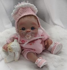 Baby Doll, so cute ❤js . Little Doll, Little Babies, Cute Babies, Cute Baby Dolls, Reborn Baby Dolls, Mini Bebidas, Wiedergeborene Babys, Silicone Baby Dolls, Baby Fairy