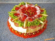 ** Dort salámový ** Party Trays, Party Platters, Edible Crafts, Food Crafts, Creative Kitchen, Cute Food, Yummy Food, Entree Festive, Meat And Cheese Tray