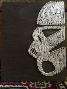 Star Wars stormtrooper string art - Star Wars Stormtroopers - Ideas of Star Wars Stormtroopers - Star Wars stormtrooper string art Nail String Art, String Crafts, Regalos Star Wars, Decoracion Star Wars, Star Wars Bathroom, Star Wars Crafts, Star Wars Room, Star Wars Christmas, String Art Patterns