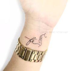 Palm Tattoos, Mini Tattoos, New Tattoos, Cool Wrist Tattoos, Wrist Tattoos For Women, Tatoo Rose, Mary Tattoo, Remembrance Tattoos, Henna Tattoo Designs