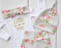 How sweet is this baby outfit? It would be perfect for a newborn baby girl! Handmade Baby Items, Baby Christmas Gifts, Coming Home Outfit, Modern Kids, Welcome Baby, Small Shops, Baby Girl Newborn, Baby Accessories, Girl Style