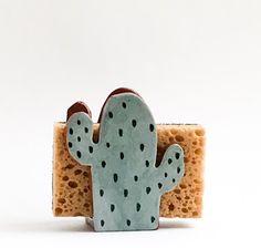 Cactus Gift-Sponge Holder-Napkin Holder-Ceramics And Pottery – Cactus Ideen Slab Pottery, Ceramic Pottery, Pottery Art, Thrown Pottery, Pottery Studio, Cactus Gifts, Cactus Decor, Cactus Cactus, Diy Clay