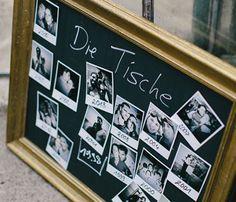 Ein Sitzplan bei der Hochzeit in Schwarz Silber und Bordeauxrot Foto httpweddings