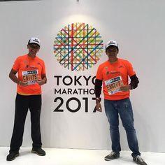 Nuestros socios José Chi y Sergio Gómez listos con sus números para correr el domingo sábado en la noche para Chile el Maratón de Tokyo y así comenzar el calendario 2017 del World Marathon Major. Por segundo año correremos sus 6 maratones