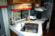 17 Awesome RV Camper Kitchen Remodel For Early Enjoyable Camping Preparation Ideas Camper Interior Design, Rv Interior, Kitchen Interior, Interior Ideas, Kitchen Design, Camper Bathroom, Camper Kitchen, Diy Camper, Rv Campers
