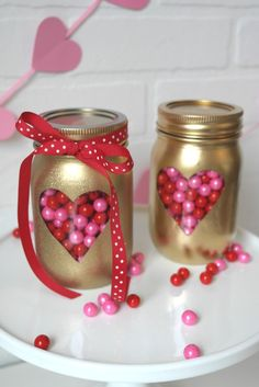 Valentine's Day mason jar crafts are perfect for gifting, using as luminaries and for creating centerpieces. Pick from the romantic and cute mason jar ideas for Valentine's Day and be creative in expressing your love. Cadeau St Valentin, Saint Valentin Diy, Pot Mason Diy, Mason Jar Gifts, Mason Jars, Diy Jars, Diy Valentine's Day Decorations, Valentines Day Decorations, Decor Ideas