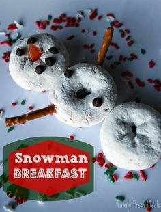 Snowman Breakfast  Stack donuts to make a snowman. Use pretzel sticks for arms, a piece of carrot for the nose, and mini chocolate chips for eyes, smiles and buttons! All Things Christmas, Christmas Fun, Holiday Fun, Christmas Breakfast, Holiday Treats, Christmas Treats, Christmas Goodies, Christmas Morning, Winter Treats