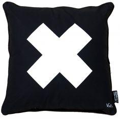 Volt studio Kussen '' X '' zwart/wit met black piping 45x45 cm