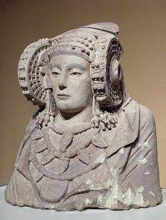 - La Dama de Elche . Siglos V-lV a.C. Cultura Iberica . Museo Arqueologico Nacional de España , Madrid