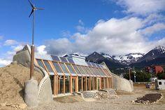 Casa sustentável com materiais reciclados