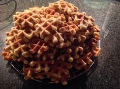 Een snel receptje om lekkere wafels te bakken. Ikzelf maak altijd kleine wafeltjes, maar je kan natuurlijk zelf kiezen hoe groot je ze maakt. Ingrediënten; 4 eieren 250 ml melk 3 pakjes vanillesuik…