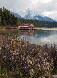 Maligne Lake in Jasper National Park, Canada (by An Xiao).