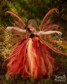 Woodland Fairy Flower girl Dress is made with lots of pretty colors, red, gold, orange tulle with gold metallic mesh for that extra sparkle. Festival Dress, Festival Outfits, Festival Clothing, Flowers In Hair, Silk Flowers, Fairies Photos, Girls Dresses, Summer Dresses, Pageant Dresses