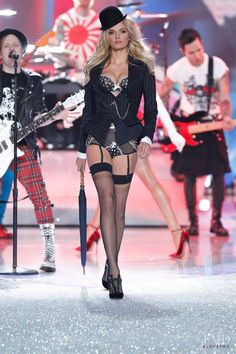 Photo feat. Lily Donaldson - Victoria's Secret - Christmas 2013 Ready-to-Wear - new york - Fashion Show   Brands   The FMD #lovefmd