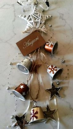 Campanelle nespresso - Jessica W. K Cup Crafts, Christmas Projects, Holiday Crafts, Diy And Crafts, Deco Table Noel, Diy Snow Globe, Xmas Decorations, Christmas Tree Ornaments, Creations