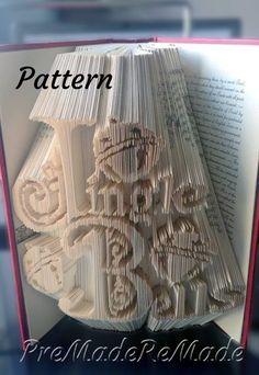 Folded Book Art, Paper Book, Book Folding Patterns Free, Cut And Fold Books, Book Sculpture, Paper Sculptures, Art Lessons Elementary, Pattern Art, Art Patterns