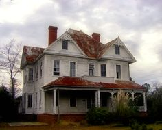 Folk Victorian Mansion Abandoned Two-Story Ashburn GA Pictures Photo © Brian Brown Vanishing South Georgia USA 2009