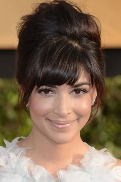 Hannah Simone Goes Girlie At The Screen Actors Guild Awards, 2014