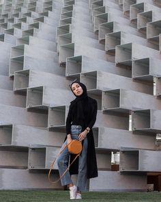 Hijab + Casual + White Sneaks + Straight Leg Jeans (jasminefares) Loose Jeans Outfit, Black Hijab, Hijab Jeans, Blue Jean Outfits, Casual Hijab Outfit, Ootd, Hijab Fashion, Jasmine, Outfit Ideas