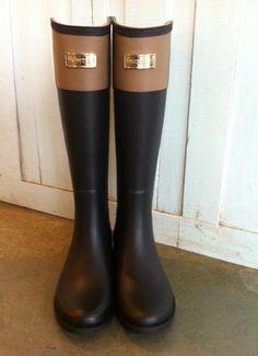 Hunter rain boots Cece nude and black rare Rain Shoes, Hunter Rain Boots, Passion For Fashion, Shoe Boots, Ivy League, Woman Fashion, My Style, Winter Rain, Festivals