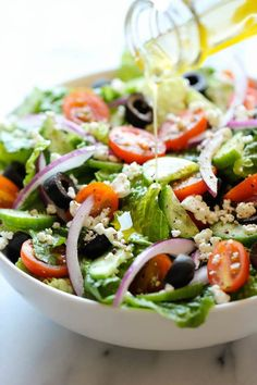 operation-hourglass: Greek Goddess Salad 5 cups chopped romaine lettuce1 small red onion, thinly sliced1 English cucumber, thinly sliced1/2 cup cherry tomatoes, halved1/4 cup sliced Kalamata olives1/4 cup crumbled goat cheese Freshly ground black pepper, to tasteLemon Vinaigrette1/4 cup olive oil1/4 cup apple cider vinegarZest of 1 lemon