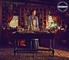 Trailers, clips, featurettes, images and poster for the fifth season of Starz's OUTLANDER starring Caitriona Balfe and Sam Heughan. Claire Fraser, Jamie And Claire, Jamie Fraser, Outlander Tv, Outlander Series, Outlander Costumes, Diana Gabaldon, Entertainment Weekly, Sam Heughan