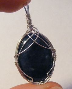 Wire Jewelry Nine Cabochon Wire-Wrapping Tutorials … - In my last post we took a look at some of the wonderful jewellery tutorials available for free around the web, teaching everything from basic ring-making to slightly more advanced wire sculpture. Wire Wrapped Pendant, Wire Wrapped Jewelry, Metal Jewelry, Jewlery, Gold Jewelry, Modern Jewelry, Turquoise Jewelry, Bridal Jewelry, Wire Wraping
