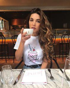 Conheça o estilo da Negin Mirsalehi e se inspire! Hair Inspo, Hair Inspiration, Fashion Wear, Fashion Outfits, Negin Mirsalehi, Hair Dos, Color Trends, Passion For Fashion, Curly Hair Styles