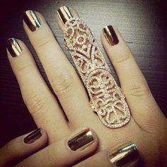 Metallic glam! Beautiful gold manicure with gold statement rings!
