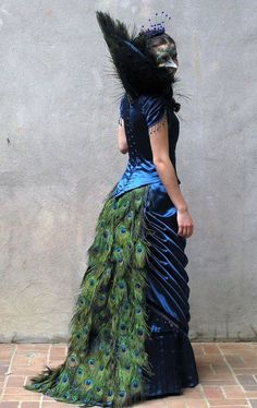 Dear GOD, I've always wanted to do this, not peacock but with those beautiful iridescent black chicken feathers that Mila, Castair, and Schmendrick sport. torhallatalaksdater: Steampunk peacock gown via Rainbow of Steam