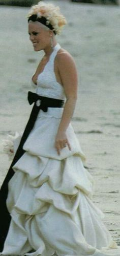Pink(Alecia Beth Moore) married Carey Hart on a beach in Costa Rica. She wore a halter top A-line gown with a ruffled bodice.