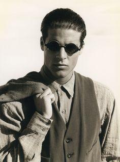 #Atribute to Frames: A Giorgio Armani Spring/Summer 1990 campaign by Aldo Fallai. Find out more on Armani.com/Atribute