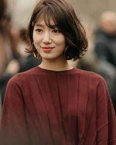 Park Shin Hye Hits Fashion Home Run in Valentino at Paris Fashion Show Park Shin Hye, Korean Short Hair, Short Hair Cuts, Short Permed Hair, Female Actresses, Korean Actresses, Shot Hair Styles, Korean Celebrities, Medium Hair Styles