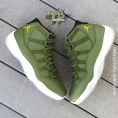There is 0 tip to buy shoes, jordans, green sneakers, high top sneakers. Help by posting a tip if you know where to get one of these clothes. Jordan Swag, Jordan Basketball Shoes, Jordan Shoes Girls, Girls Shoes, Basketball Hoop, Basketball Playoffs, Basketball Rules, Basketball Birthday, Basketball Legends