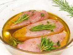 Grillfleisch selber einlegen ist gar nicht schwer! Wir geben Tipps für die perfekte Marinade und richtiges Einlegen.