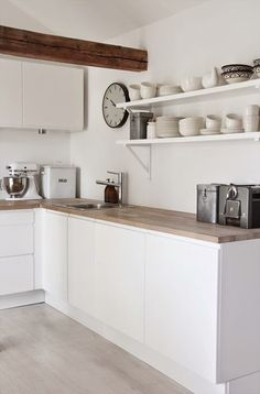 Fun kitchen style and decor tips: Are you preparing to spruce up your kitchen with a few amazing decorations? Create a welcoming atmosphere with these simple kitchen design tips. Check the webpage to get more information Scandinavian Kitchen, White Kitchen Decor, Scandinavian Kitchen Design, Kitchen Remodel, New Kitchen, Home Kitchens, Kitchen Dinning, Kitchen Cabinets Makeover, Kitchen Design