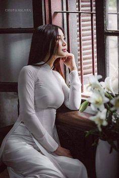 BY BookVL Blospot Vietnamese long dress Vietnamese Traditional Dress, Vietnamese Dress, Traditional Dresses, Vietnam Girl, Beautiful Asian Women, Sexy Asian Girls, Asian Woman, Asian Beauty, Harajuku Girls