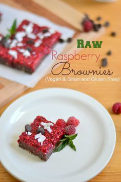 Raw Raspberry Brownies(Grain and Gluten Free and Vegan) - Food Doodles - can be frozen for months see note Raw Vegan Desserts, Paleo Dessert, Vegan Sweets, Vegan Foods, Healthy Desserts, Raw Food Recipes, Sweet Recipes, Delicious Desserts, Dessert Recipes