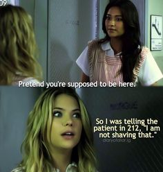 Pll scene i love Hanna Marin 😂 Pretty Little Liars Meme, Preety Little Liars, Pll Quotes, Pll Memes, Vampire Diaries, Wedding Humor, Best Shows Ever, I Laughed, Tv Shows