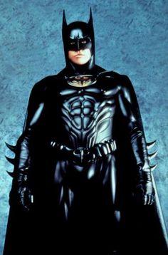 Nuevamente la máscara cambia de mando y es George Clooney quien protagoniza Batman & Robin en  1997.
