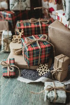 Christmas Wrapping Ideas, Plaid Christmas Wrapping Paper, Farmhouse Christmas, F. - Gifts and Costume Ideas for 2020 , Christmas Celebration Christmas Present Wrap, Cute Christmas Gifts, Christmas Mood, Christmas Gift Wrapping, Plaid Christmas, Xmas Gifts, Christmas Presents, Christmas Crafts, Christmas Decorations