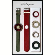 Dieses Uhrenset Deja vu rot grau besteht aus einer Uhr, zwei Leder-Bändern und 6 verschiedenen Schmuckscheiben. Alle Elemente sind frei kombinierbar.